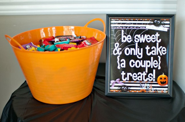 halloween-treat-sign